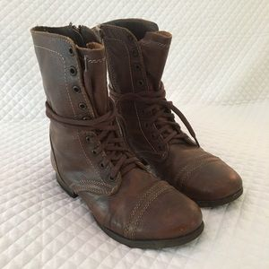Steve Madden // flat lace up boot